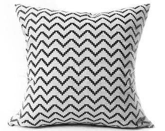 Minimalist Pillow- Black Cushion- Scandinavian Modern- Linen Cushion- Geometric Cushion- Linen Pillow- Throw Pillow- Zig Black- Zigzag
