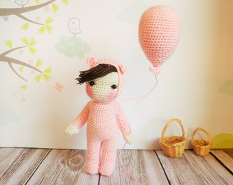 Crochet doll very very fine, baby bear combination and his balloon art and collection, decoration, toy