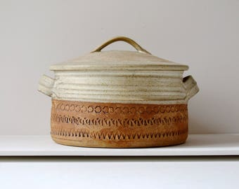 Casserole cooking dish by Broadstairs pottery made in the 1970's.