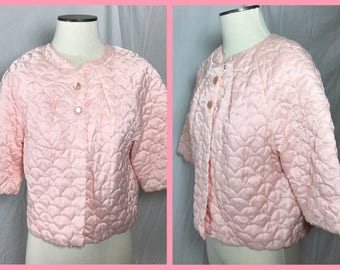 1960s Pink Quilted Satin Bed Jacket with Pearlized Buttons - Size Medium