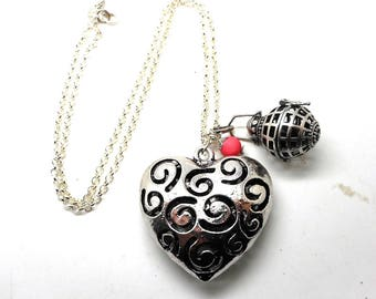 A scent! Necklace has perfume silver heart and Pearl old pink