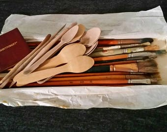 Vintage Lot Paint Brushes and Tools, Artist Brushes with Tiny Notepad