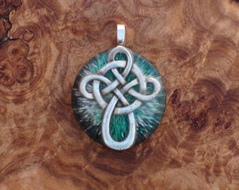 Solstice Celtic Knot Cross Nordic Viking Druid 4-directions Soul-Antennas Crystal Orgone Energy Pendant Necklace Unisex 25mm Green Silver