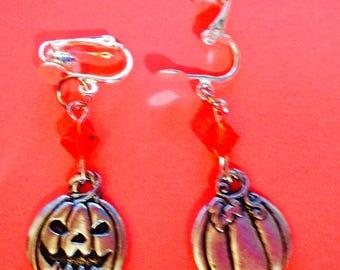pumpkin earrings, Jack O Lantern earrings, Halloween earrings, clip on earrings, Halloween jewelry, Harvest jewelry. JeriAielloartstore, USA
