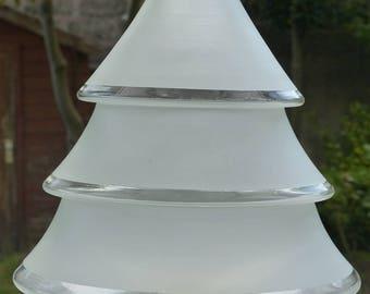 Plafonnier vintage. Plafonnier en verre givré des années 50. Forme géométrique conique.
