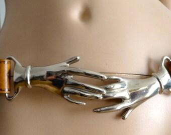 ceinture vintage cuir et mains