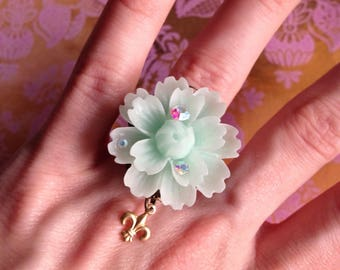 Beautiful large green water flower and rhinestone fleur de lis ring