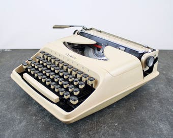 Vintage Remington Cicero typewriter in working condition