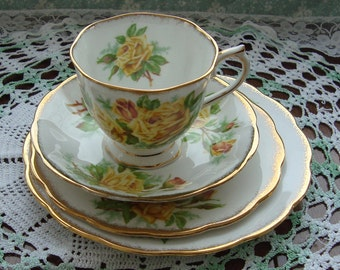 4 Piece Tea Rose Set - Royal Albert  - Bone China England - Yellow Roses with Brushed Gold Trim