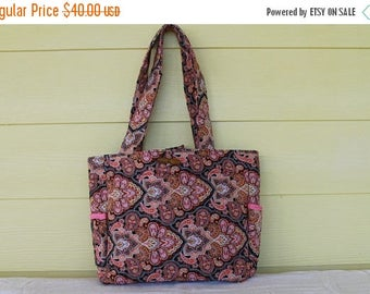 Handbag-Peach/Black Paisley Quilted