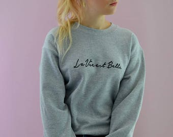 Embroidered la vie est belle slogan grey sweater with heart