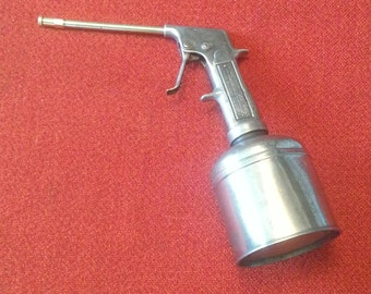 Vintage Alemite Spring Spray Model 6121 Oil Can Sprayer Stewart Warner Corporation Made In USA Circa 1950's