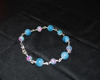 Bracelet with iridescent glass beads