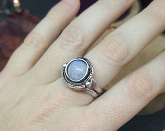 Little Moonstone silver - adjustable - Silver - cabochon - gemstones - natural - Rainbow Moonstone - Bohemian - hippie ring