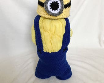 Minion diaper cake | Crochet baby beanie and overalls costume | Baby shower gift or centerpiece