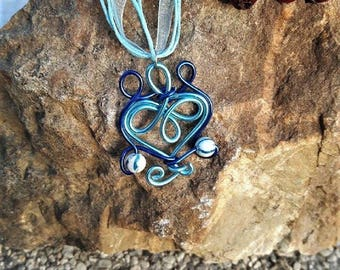 Blue necklace with beads made of aluminum
