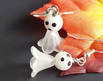 Ghost earrings, halloween earrings, cute ghost, earrings ghost, halloween ghost, spooky jewelry, happy ghost earrings, small dangle earrings