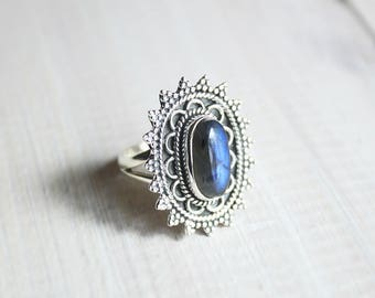Boho Blue Labradorite & 925 Sterling Silver Ring US 7.75. / en 57