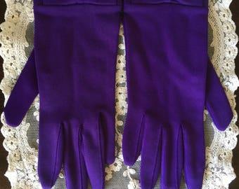 Vintage Woman's Purple Wrist Length Gloves