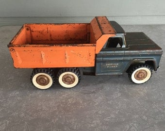 """Vintage Structo toy truck 1950s pressed metal hydraulic lift double axle """"Denver Parks"""" dually dump truck"""