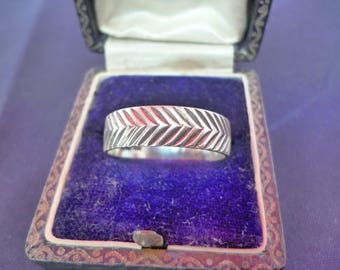 Vintage Chevron design ring - vintage ring - unique ring - 925 - sterling silver - UK Q US 8.25
