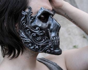 THE KNIGHT (Resin Full-Face Skull Mask)