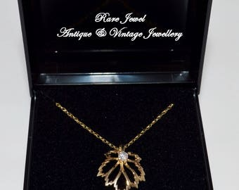 9ct Gold Pendant & Chain Beautiful Canadian Maple Leaf