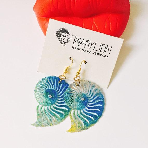 Seashell earrings - Nautical jewelry - Shell earrings - Nautical earrings - Beach earrings - Beach wedding - Gift for her - Fashion earrings
