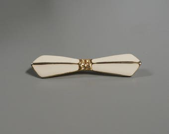 Sweet vintage bow shaped brooch / pin