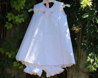 Girl dress in pique white bombasi hand embroidery in soft pink with embroidered bombache Shorty