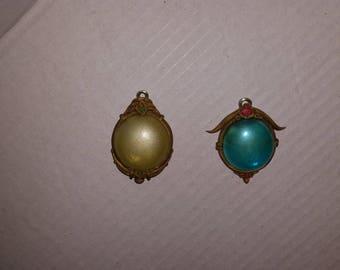 Glass stone pendant