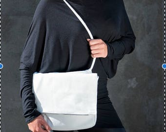 Handmade white leather shoulderbag