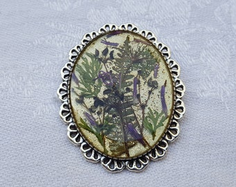 Brooch in resin inclusion, silvery green and purple dried flowers and sequins