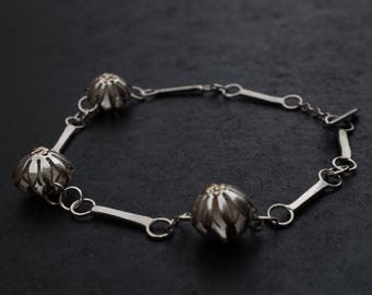 Silver Daisy Bracelet - Sterling Silver Bar Chain - Round Silver Flower Beads - Silver & 9ct Gold Bracelet - Silver Daisy Jewellery - Floral