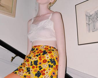 1970s High Waist Floral Print Shorts