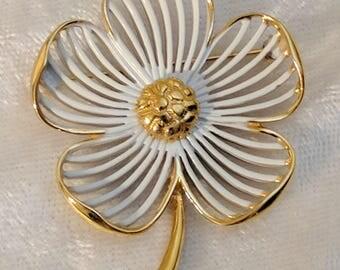 Daisy Pin - Vintage Monet Signed Daisy Pin