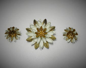 Sarah Coventry Water Lily Brooch and Earring set