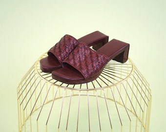 Gorgeous vintage wood heel slides with comfortable leather padded insole and woven leather strap made in Brazil EST SIZE 7
