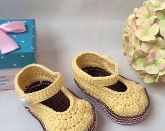 Valentines baby shoes Yellow booties Baby mary janes Snug baby booties  Baby booties Crochet baby booties Mary jane booties Pram shoes