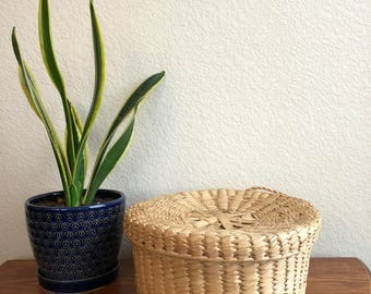 handwoven straw basket with lid / woven basket with lid