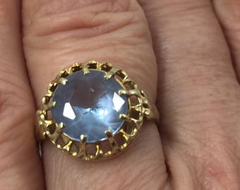 Ring  with round blue stone  Aquamarin or blue Topas  Solitair  3,9 ct, yellow gold 585 size 54