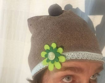 Green cap with Green Filzblume