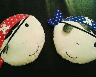 Cushion round head pirate with embroidered name