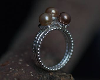Silver 3-banded ring with pearls in casted cups, EU size 17.5