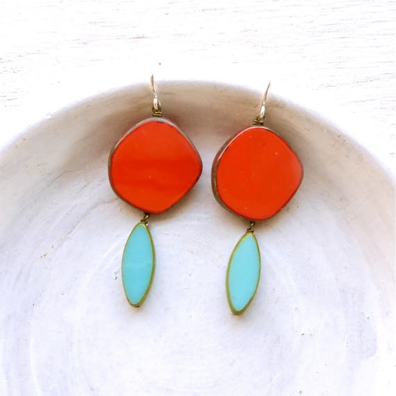 Hue Earrings > Coral
