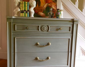 SINGLE DRESSER Midcentury French Provincial Thomasville c1960s Original Green/Grey Antiqued Paint Shabby Chippy Rosettes Vintage Retro