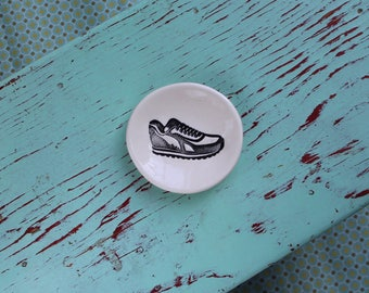 Running Sneaker Design on Mini Ring Dish, Small Ring Dish with Shoe Design, Engagement Ring Dish with Sneaker