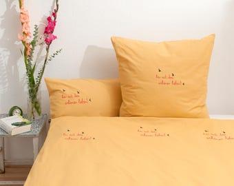 Handbedruckte Bio-Bettwäsche 'her mit dem schönen leben!' gelb