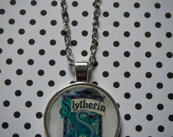 Hogwarts school Slytherin house crest round silver pendant necklace