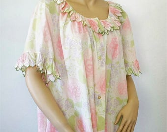 Floral Robe House Coat Flower Petal Collar and Cuffs 1960's 1970's Cotton Vintage Summer Size Large Size Medium